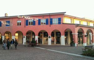 Scopri tutti i dettagli del locale mantova outlet village a Bagnolo ...